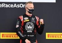 Никита Мазепин станет четвертым российским гонщиком в истории «Формулы-1». Сегодня стало известно, что пилот подписал контракт с «Хаасом», за который будет выступать в следующем году. «МК-Спорт» расскажет, чего ждать от сына миллиардера.