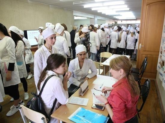 Выплаты за лечение волгоградцев с COVID-19 получат учащиеся медколледжа