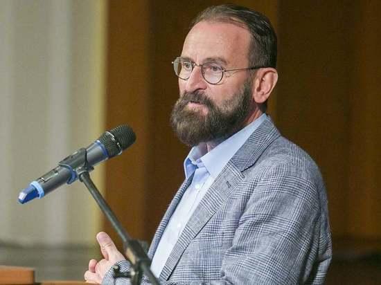 Депутатом Европарламента, которого поймали на закрытой секс-вечеринке в Брюсселе, оказался представитель Венгрии Йожеф Сайер, сообщает телеканал Euronews