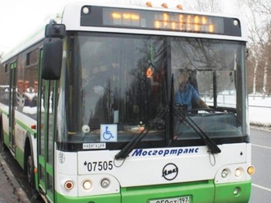 По социальным сетям и мессенджерам пошла волна «автобусных» пугалок: автомобилисты перекидывают друг другу предупреждение о том, что городской транспорт обзавелся камерами, штрафующими водителей за езду по выделенкам