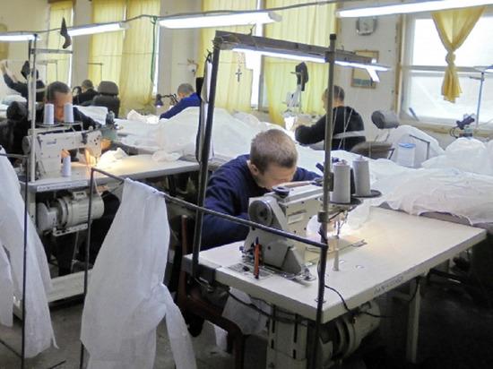 В исправительной колонии Волгограда шьют костюмы для врачей