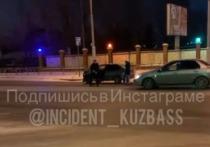 Мужчина продемонстрировал гениталии после ДТП в Кемерове