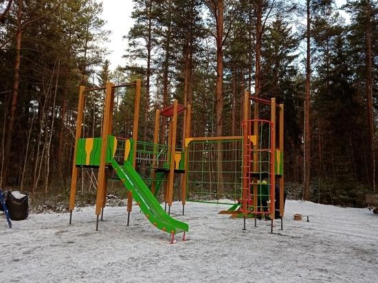 Пришла зима: детские площадки и тренажеры монтируют в Петрозаводске