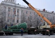 В Кургане на площади Ленина 1 декабря начали установку главной новогодней елки