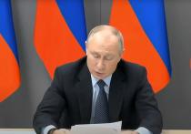 В споре между президентом России Владимиром Путиным и губернатором Тюменской области Александром Моором о зарплатах жителей региона оба оказались по-своему правы
