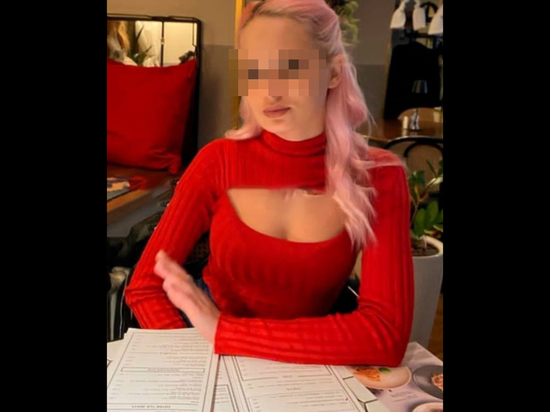 В телеграм-каналах начинает распространяться информация о загадочной девушке, которая скончалась во время прямого эфира стримера Reeflay