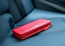 Жительница Тверской области оставила кошелек в такси и вспомнила о нем после снятия денег