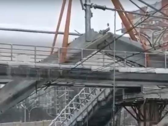 Появилось видео с места падения балки, из-за которой задерживаются электрички Тверь-Москва
