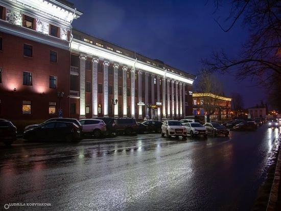 Автомобилисты продолжают парковаться по старинке у «Северной» в Петрозаводске