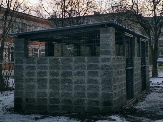 На века: контейнерные площадки из каменных блоков установили в Петрозаводске