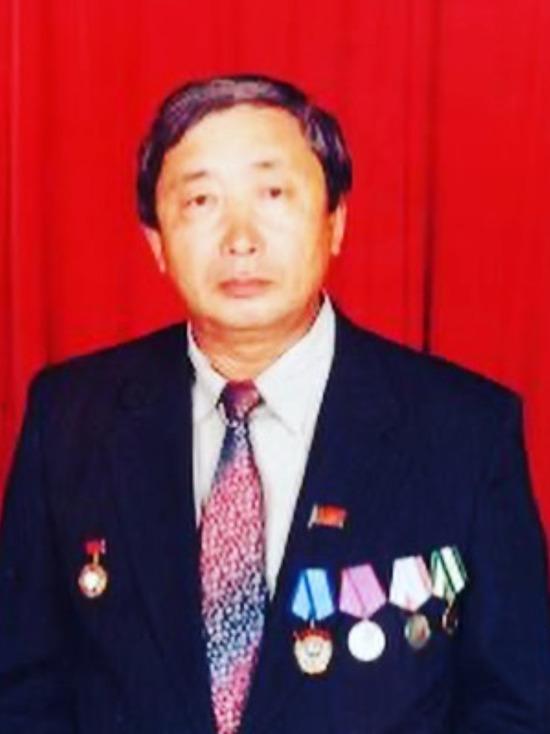 «Великий человек, вечная память»: бывший глава минздрава Бурятии умер от ковида