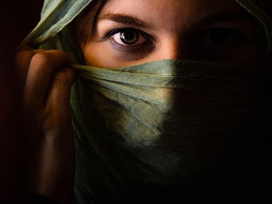 Россиян попросили не использовать вместо масок шарфы