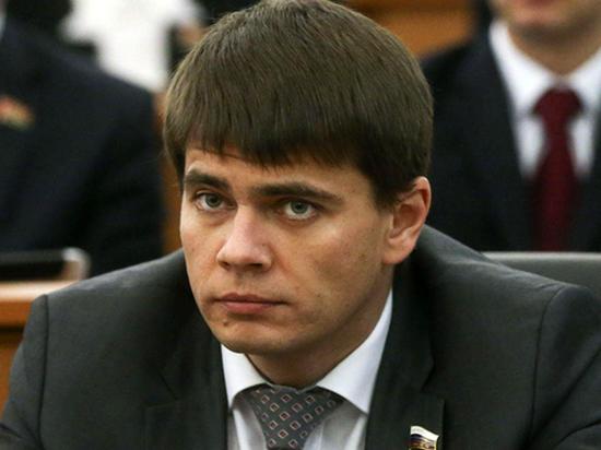 Депутата Госдумы и сына актера Михаила Боярского Сергея в соцсетях попросили прокомментировать манеру парковаться его отца