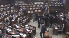 Видео скандала сторонников Санду в парламенте Молдавии: заблокировали работу