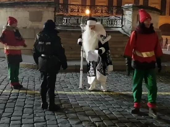 В Москве Деда Мороза будут судить за пикет с гномами