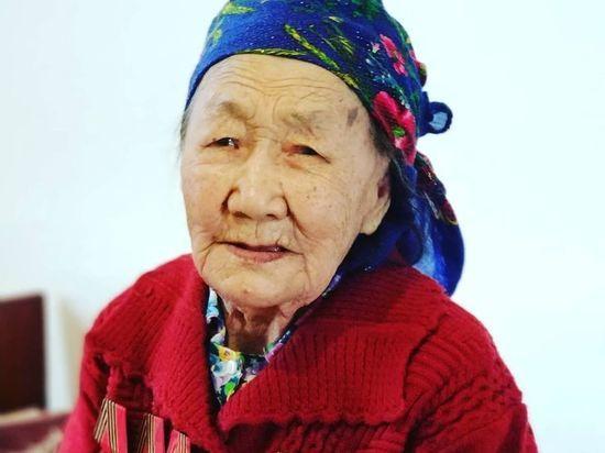 В Бурятии 98-летняя бабушка врача-нефролога победила ковид