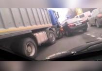 На Ряжском шоссе в Рязани образовалась пробка из-за ДТП с фурой