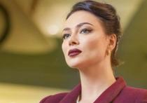 Актриса Настасья Самбурская ответила в комментариях Ольге Бузовой, которая уличила ее в том, что та при встречах «прячет глаза»