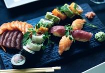 Несколько месяцев женщина страдала от галлюцинаций, бессонницы и недержания, после того как она съела суши, вышедший из годности