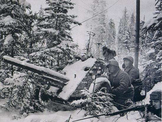 Бойцы внутренних войск уничтожали танки врага, держали оборону