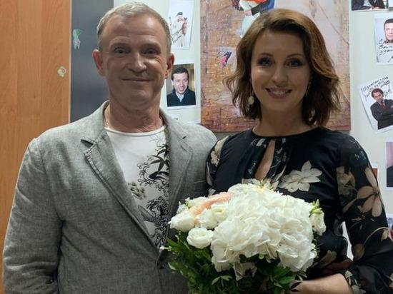 Солист группы «Дюна» Виктор Рыбин вместе с супругой Натальей Сенчуковой записали в Instagram видео, в котором признались в том, что они усыновили своего наследника Василия
