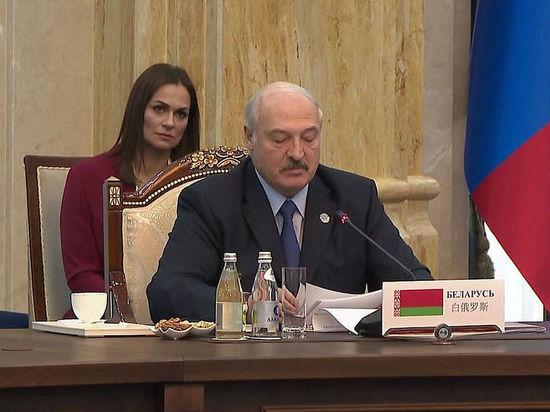 На совещания к президенту Белоруссии ходят больные без масок