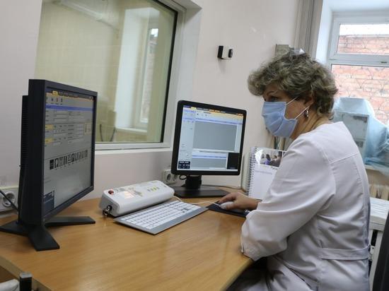 Первые омские медики привиты от коронавируса