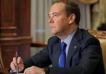 Защита прав пенсионеров, нарушения трудового законодательства, поддержка педагогов - Дмитрий Медведев провел прием граждан