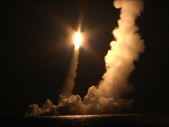 Подлодка «Владимир Мономах» впервые выпустила сазу четыре ракеты «Булава»
