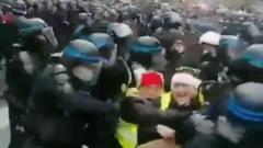 В Париже противников закона о безопасности разогнали водометами