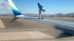 Попытка улететь из Лас-Вегаса на крыле самолета попала на видео