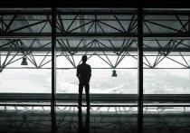 В Хабаровске пьяного пассажира сняли с рейса – он курил в самолёте