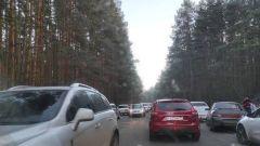 Под Ярославлем любители активного отдыха устроили огромную пробку на трассе
