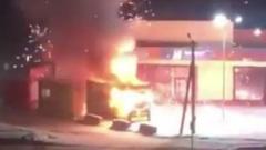 Красочный пожар в киоске с пиротехникой сняли в Новосибирске
