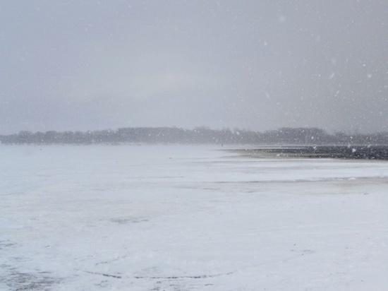 Профессиональный рыбак провалился под лед и погиб в Чувашии