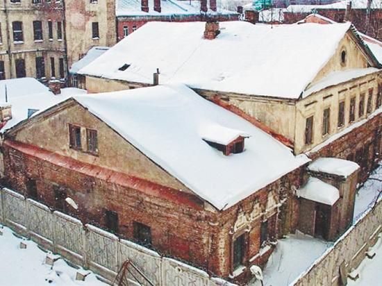 Здание XVII века кажется никому не нужным