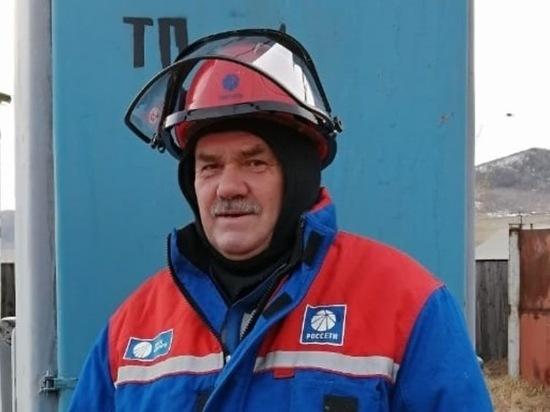 «Работать надо на совесть»: электромонтер по эксплуатации сетей  Дульдургинского РЭС