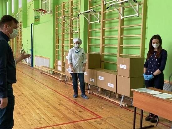 Школьников Петербурга попросили пока не мечтать о «дистанционке»