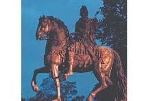 Заметила, что у памятника Петру I у Инженерного замка в Санкт-Петербурге есть необычная особенность