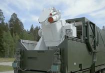 Боевой лазер «Пересвет» прикрывает подвижные грунтовые ракетные комплексы «Ярс» во время их движения по маршрутам патрулирования на боевом дежурстве
