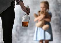 В Саяногорске мать неделю пила у знакомых, а дети были дома одни