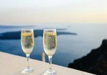 Названы продукты, которыми нельзя закусывать шампанское
