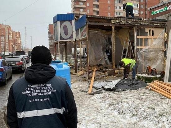 Новогодние рейды начались в Петербурге: ловили ларьки, лотки и автолавки
