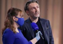 Как сообщает телеканал RTVi, российский рок-музыкант, телеведущий и общественный деятель Сергей Шнуров объяснил, что произошло на пресс-конференции президента России Владимира Путина, а также объяснил свой вопрос про американские выборы и хакеров