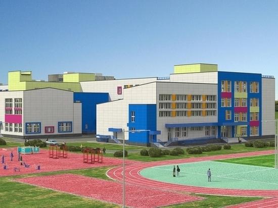 В новую школу в микрорайоне «Амурский-2» завозят оборудование