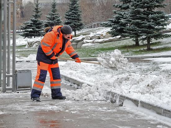 В центре Москвы охранник обстрелял дворников на парковке