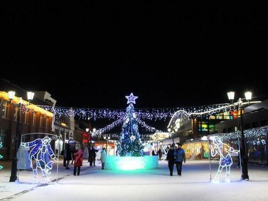Новогодний городок на Мало-Тобольской открыли в Барнауле
