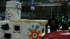 """В Москве девушка на БМВ врезалась в русскую печь: """"Доездился, Емеля"""""""