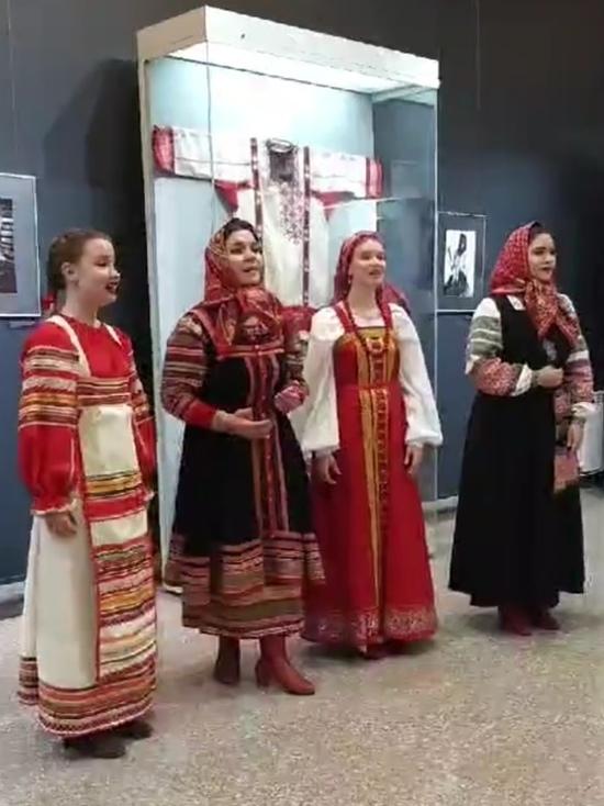 Костюмы народов России представили в краеведческом музее Хабаровска
