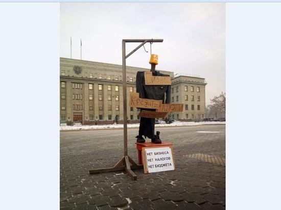 В Иркутске перед зданием правительства установили виселицу